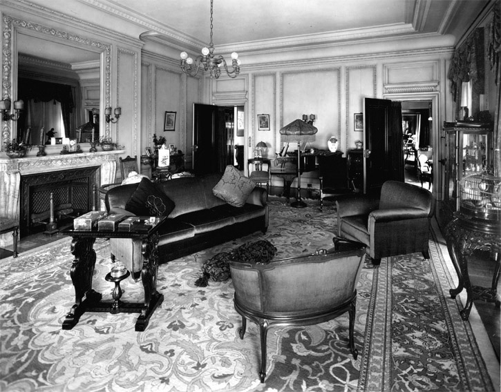 Private residential suite parlor